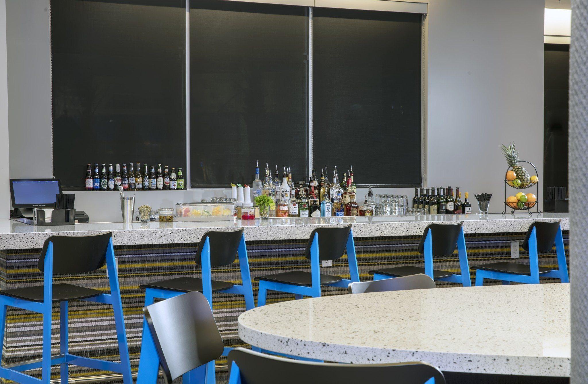 Fairfield Inn & Suites Daytona Beach Speedway/Airport bar area